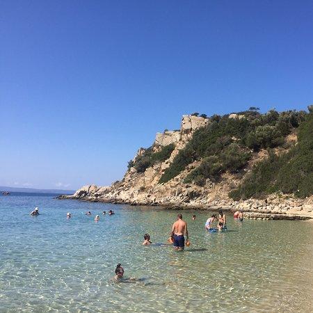 Stagira-Akanthos, Yunani: Bellissima spiaggia organizzata molto bene