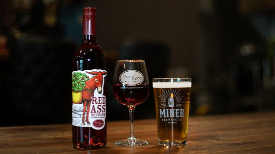 Sioux Falls, Dakota del Sud: Miner Brewing Company & Prairie Berry Winery Taproom