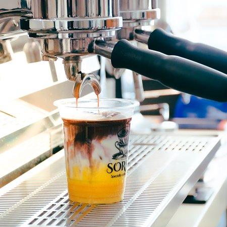 Sanad, Bahrain: Iced Saffron Latte