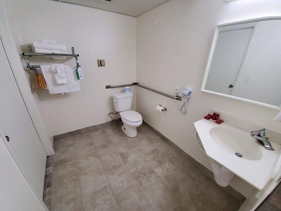 Buttonwillow, Kalifornia: Accessible Bathroom