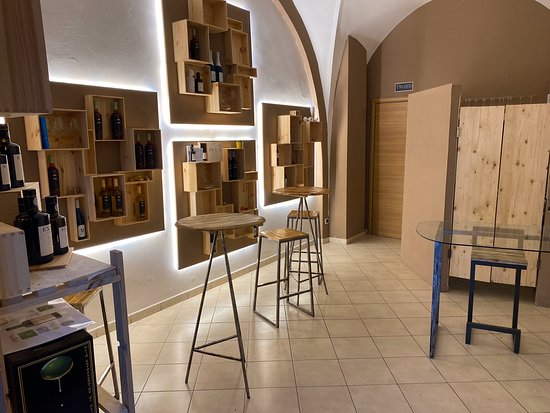 Valle Dell'elce Wine Shop