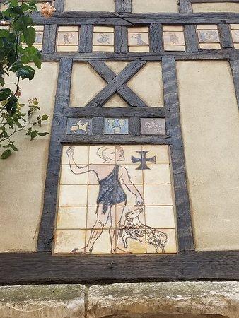 ジェルブロアの家の装飾。
