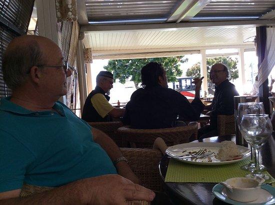 غراندتير, كاليدونيا الجديدة: delightful long lunch