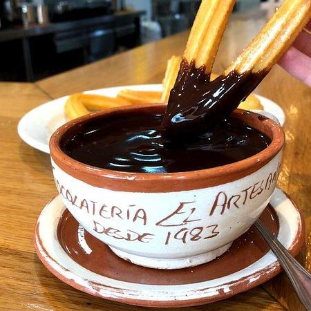 ¡La mejor combinación! Déjate llevar 🤤... Te esperamos mañana a partir de las 8:00 am  hasta las 12:00 pm #churro#porra#elartesano#churreria#coffe#chocolate#desayuno#day#perfecto#bueno#madrid#españa#barajas#like#eat