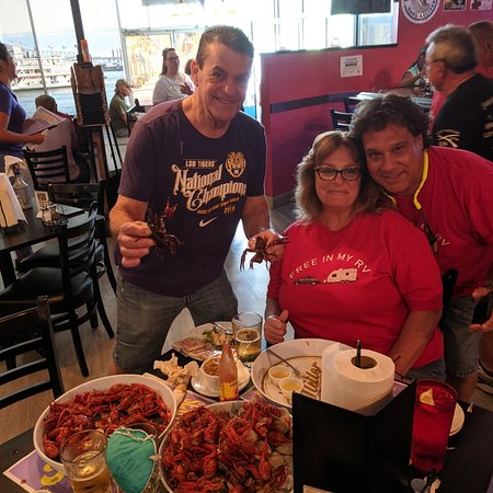 Awesome seafood. Friendly staff and owners. We had 3lbs crawfish, 50 steamed little neck clams, fish spread, gumbo and fried crab balls. All yummy. Must visit in Crystal River, Florida