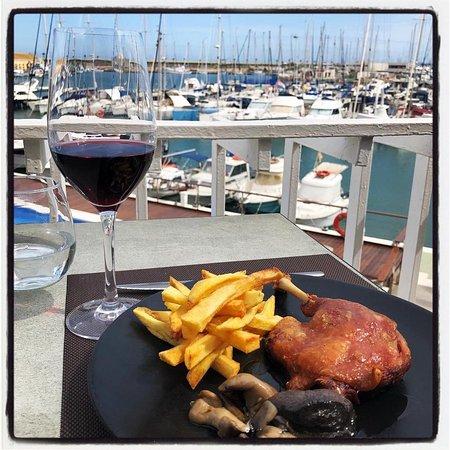 Bonito día para disfrutar de la terraza / Nice day to enjoy the terrace. #restauranteelpuertotorrevieja #terraza #terrace  www.elpuerto.rest
