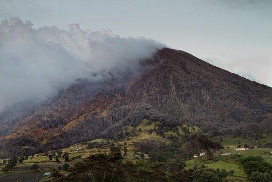 Route entre les volcans Irazú et...