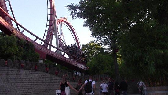 Skip the Line: Tivoli Gardens 1-Day Unlimited Rides Ticket: Divertimento per tutti 