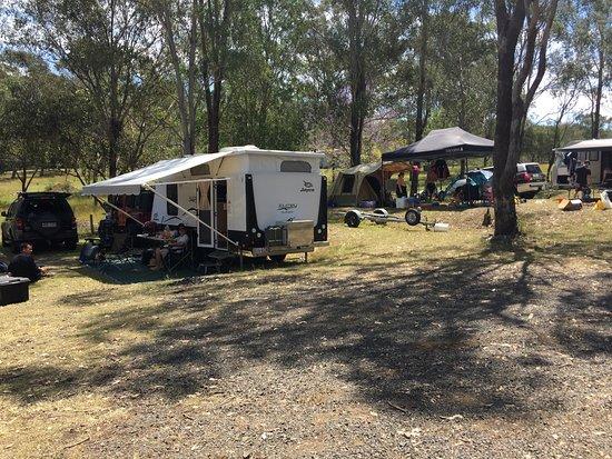 Moogerah, أستراليا: Our campers enjoying their open space overlooking Lake Moogerah. 