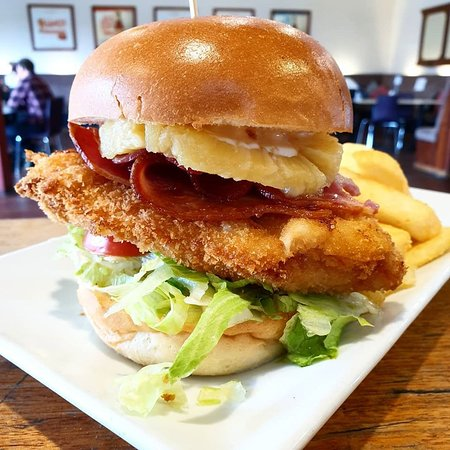 Chicken Schnitzel Burger Picture Of The White Star Hotel Albany Tripadvisor
