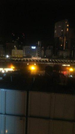 609号室からの眺望。隣の工事現場事務しが目の前!