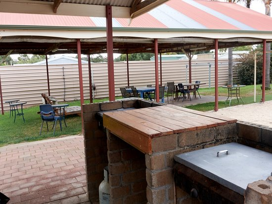 Port Vincent Motel & Apartments: BBQ & Pergola area