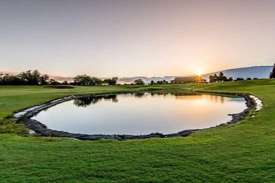 Kahului, Havaiji: Sunrise over our Clubhouse and 18th green