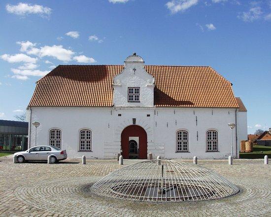 Toender, Danska: Porthuset og indgang til museet.