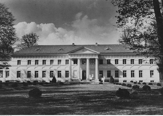 Deblin, Polonia: Widok pałacu w okresie 20 lecia międzywojennego. Ze zbiorów Ilustrowanego Kuriera Codziennego/NAC