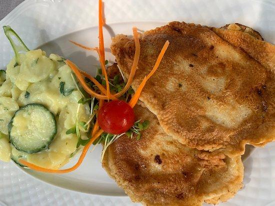 Schnitzel mit lauwarmem Kartoffelsalat