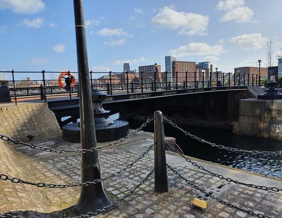 Albert Salthouse Bridge