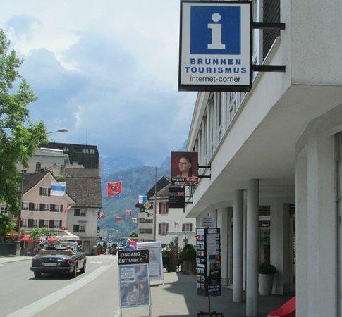 Tourist Info Brunnen