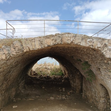 בר גיורא, ישראל: גן לאומי בית עיטאב, דרך נוף ומצודה צלבנית