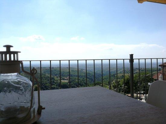 Belvedere Langhe, Italija: Terrazza