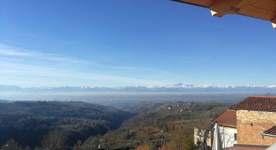 Vista da Villa Belvedere Langhe