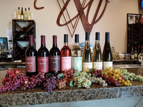 Henderson, NV : 7 or more Nevada-made wines are always available in the Tasting Room.