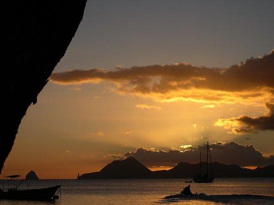 סנט אן, מרטיניק: Souvenirs de mes Voyages --- France -- Antilles -- Martinique -- Je ne me lasserais jamais de ce coucher de soleil avec en fond le rocher du Diamant