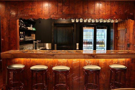 Blue Mountain Lake, NY: Cozy bar