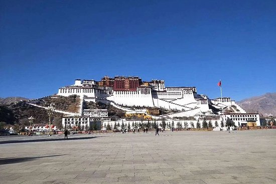 10-Day Private Tour from Chengdu to Tibet and Mount Everest Base Camp