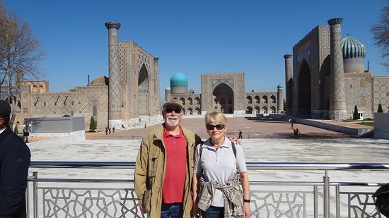 Uzbekistán - Cuentos de hadas de 1001 noches: vor dem Registanplatz in Samarkant