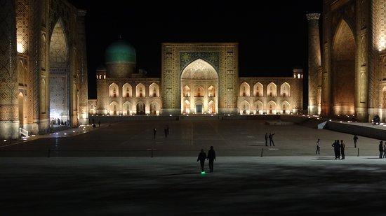 Uzbekistán - Cuentos de hadas de 1001 noches: der Registanplatz bei Nacht