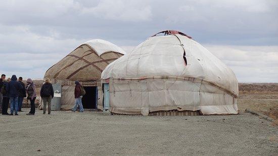 Uzbekistán - Cuentos de hadas de 1001 noches: Unterwegs Mittagessen in einer Jurte