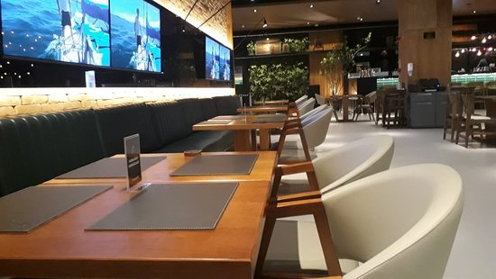 Sofá super confortável. Local mais desejado pelos clientes!!!