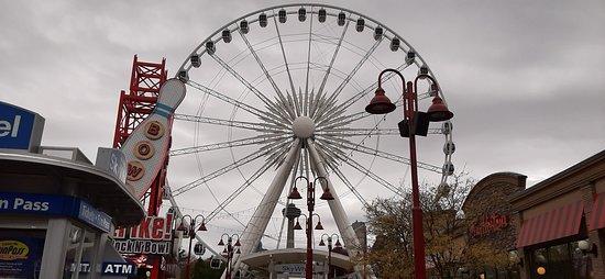 la grande roue vue de Clifton Hill