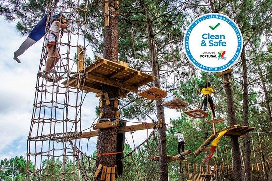 Porto de Mos, Portugal: Parque Aventura São Jorge com logo CLEAN&SAFE