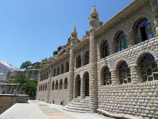 Kordestan Province, Iran: здание мечети