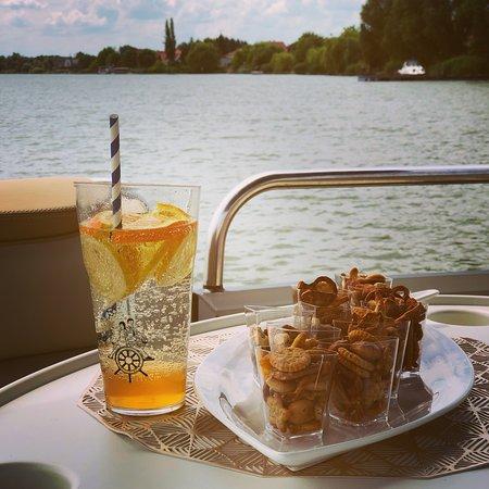 Rackeve, Ungern: Fedélzetünk mindenkit vár egy kis nasival és hűsítő limonádéval... 💦🛥⚓️