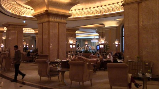 Emirates Palace Guided Tour with Cappuccino: esperienza bellissima ed emozionante