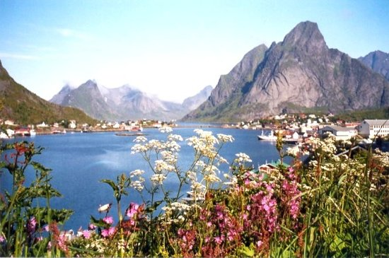 Reine, Noruega: This is my favorite photo from Lofoten '2003 - our first visit there.