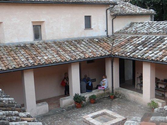 Collevecchio, איטליה: Convento esterno