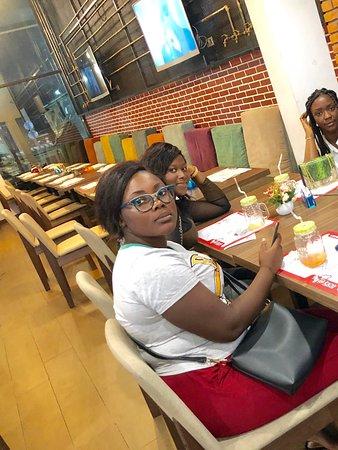 Cosmos Abidjan Yopougon  Le plus grand Hypermarché d'Abidjan  Beau cadre avec divers restau et boutique et un espace restau pour manger sur place  Vraiment agréable