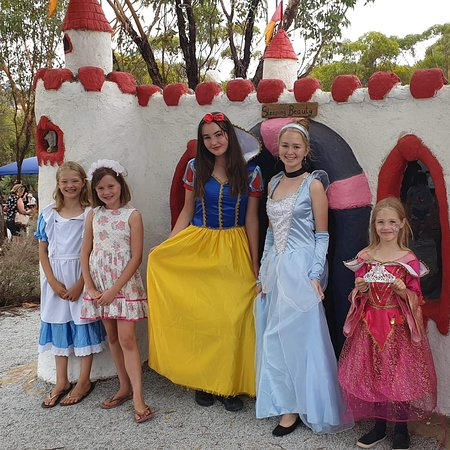 ‪‪Toodyay‬, أستراليا: Princesses and other nursery rhyme fairytale characters may make appearances during your visit.‬