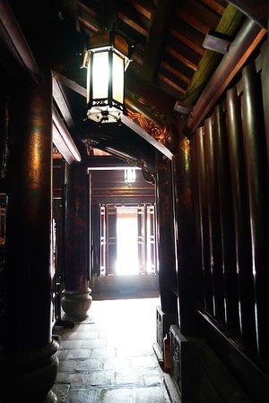 Hoa Lu temples