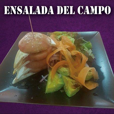 Comida típica venezolana con producto canario
