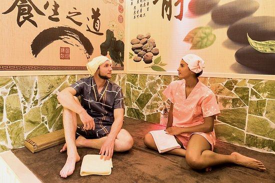 Levallois-Perret, France : Profitez de nos soins seul ou jusqu'à quatres personnes.  Nous disposons de deux cabines de massage en duo et le sauna peut acceuillir jusqu'a quatre personnes.   Mais lorsque que vous faite une reservation de moins de quatre personnes la sauna vous est privatisé.