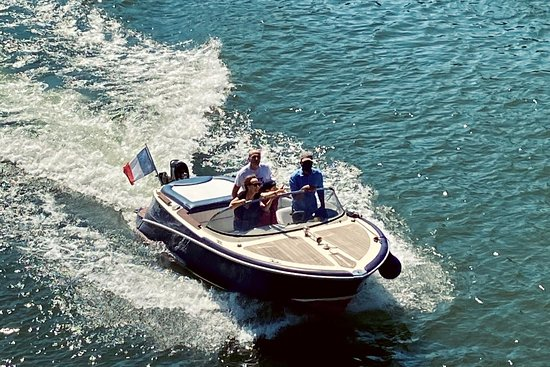 Private boat tour in Paris | Lakana Paris Cruise