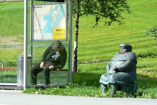 Tromsø, Norvégia: The same bus stop in the summer...