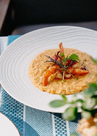 Предлагаем попробовать нежное ризотто с тыквенным пюре и креветками - оригинальное сочетание риса сорта Арборио с пюре из запеченной в ароматных специях тыквы с обжареными креветками.