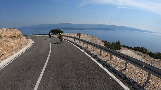Downhill to Vela Farska bay