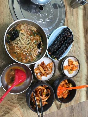 김밥과 칼국수